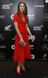 Fernanda Tavares, modelo e mulher do ator Murilo Rosa, escolheu um look vermelho da Dior e joias Jack Vartanian