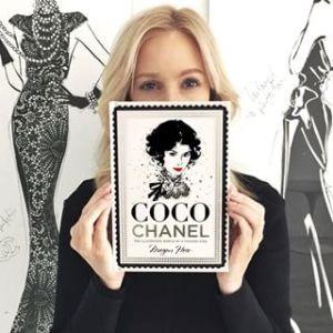"... recentemente publicou um magnífico livro intitulado ""Coco Chanel, The  illustrated world of a fashion icon"" (Editorial Hardie Grant Books). 15043c6310"