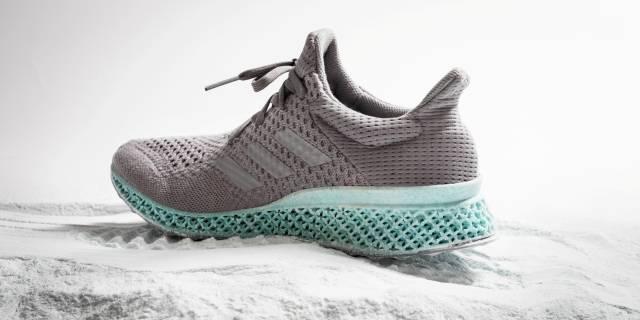 8816a2ce605 A Adidas anunciou no início de dezembro o seu mais novo lançamento  um tênis  feito em uma impressora 3D. A novidade foi anunciada durante um dos painéis  da ...