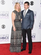 LOS ANGELES, CA - JANUARY 06: Actors Claire Danes (L) and Hugh Dancy attend the People's Choice Awards 2016 at Microsoft Theater on January 6, 2016 in Los Angeles, California. (Photo by Jason Merritt/Getty Images)