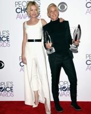 Ellen DeGeneres e a esposa, que veste SAFiYAA